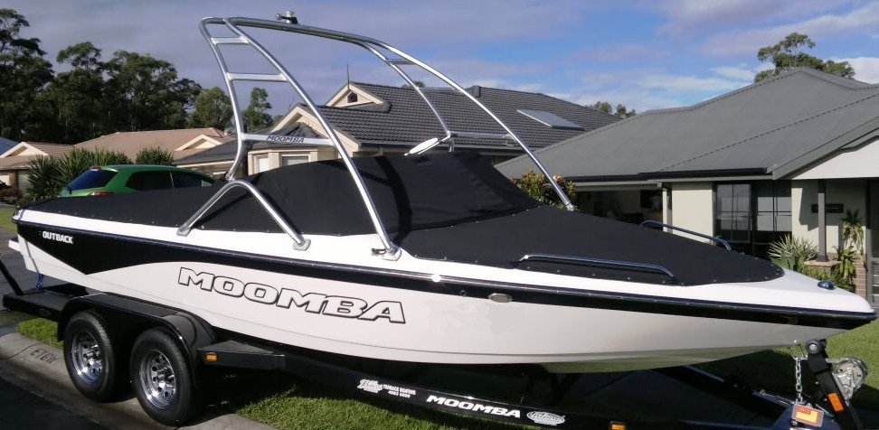 Moomba® Outback-V, 2007: Cockpit-Cover Bow-Cover, starboard-front
