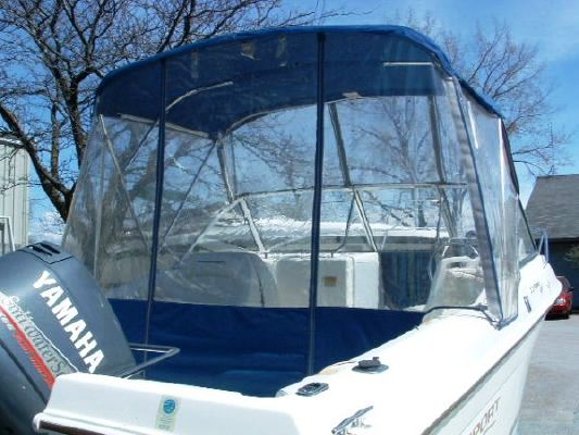 Aquasport 215-Dual-Console, 1996: Bimini-Top Bimini-Connector Side-Curtains Aft-Drop-Curtain, starboard-rear