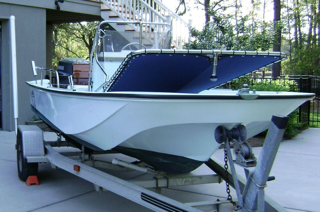 Boston Whaler 17 Montauk, 1985, Montauk-T-Topless™ Lowered, starboard front