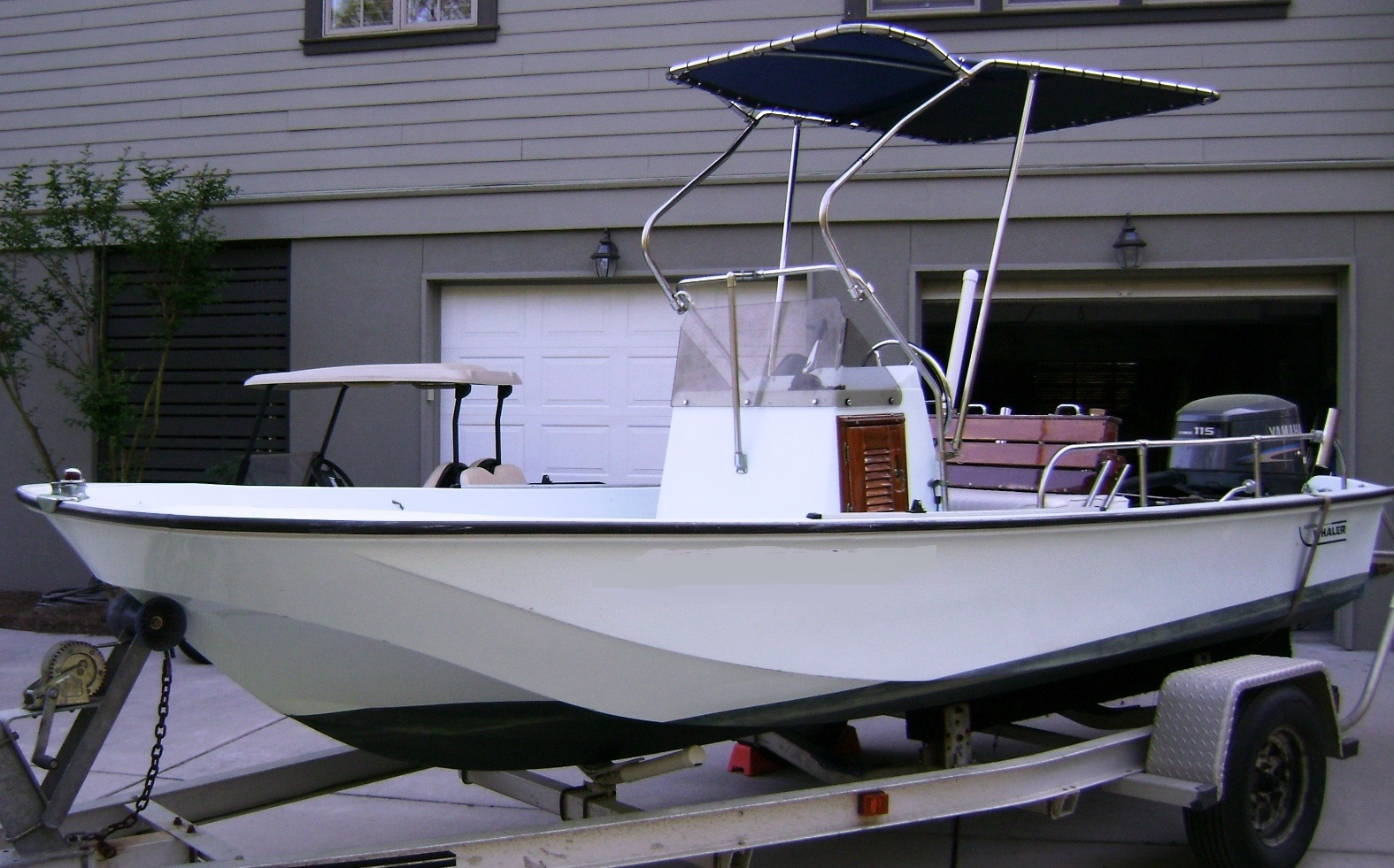Boston Whaler 17 Montauk, 1985, Montauk-T-Topless™, port front