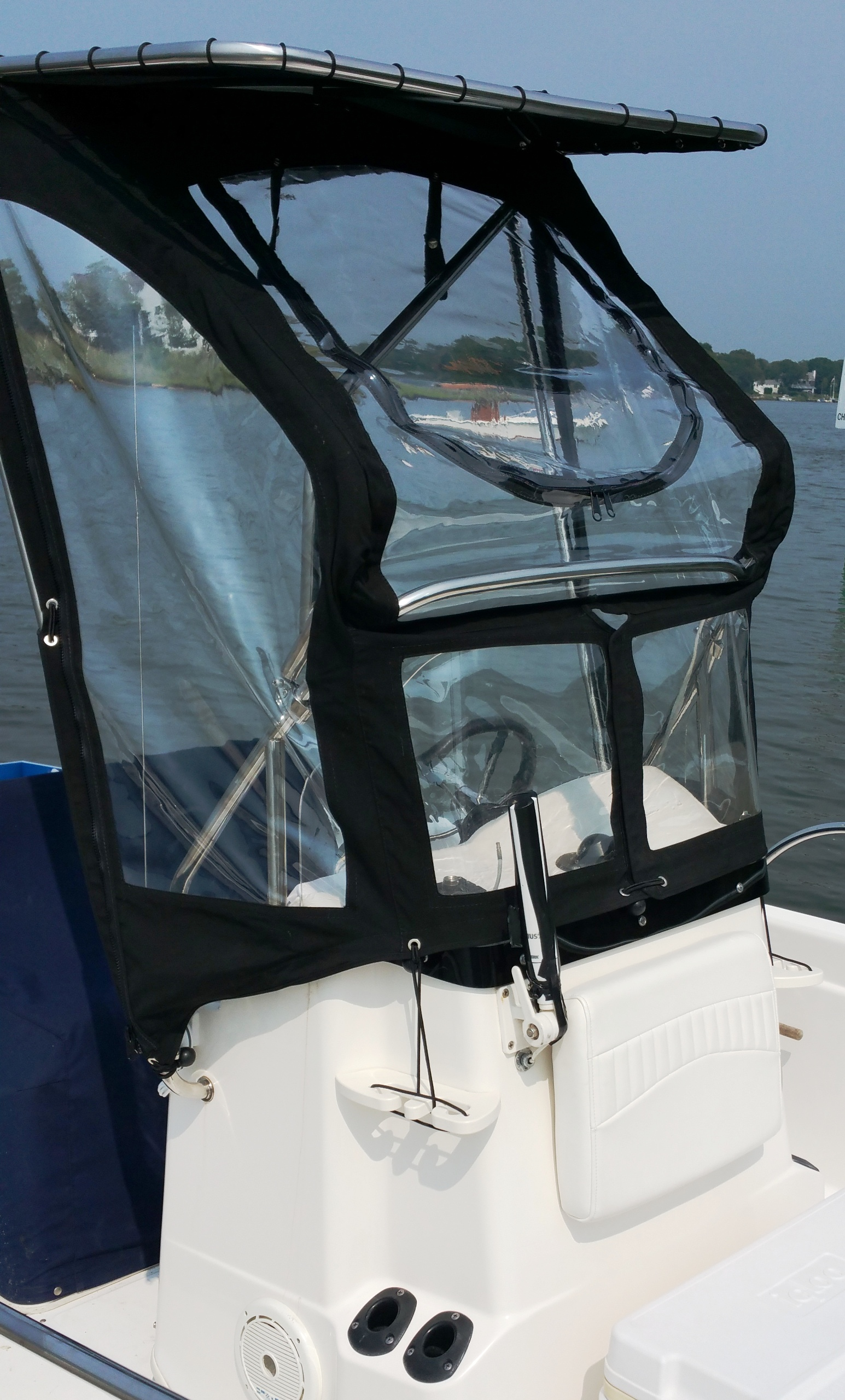 Boston Whaler Dauntless 180, 2003, Montauk-T-Topless™ and Spray Shield, starboard front