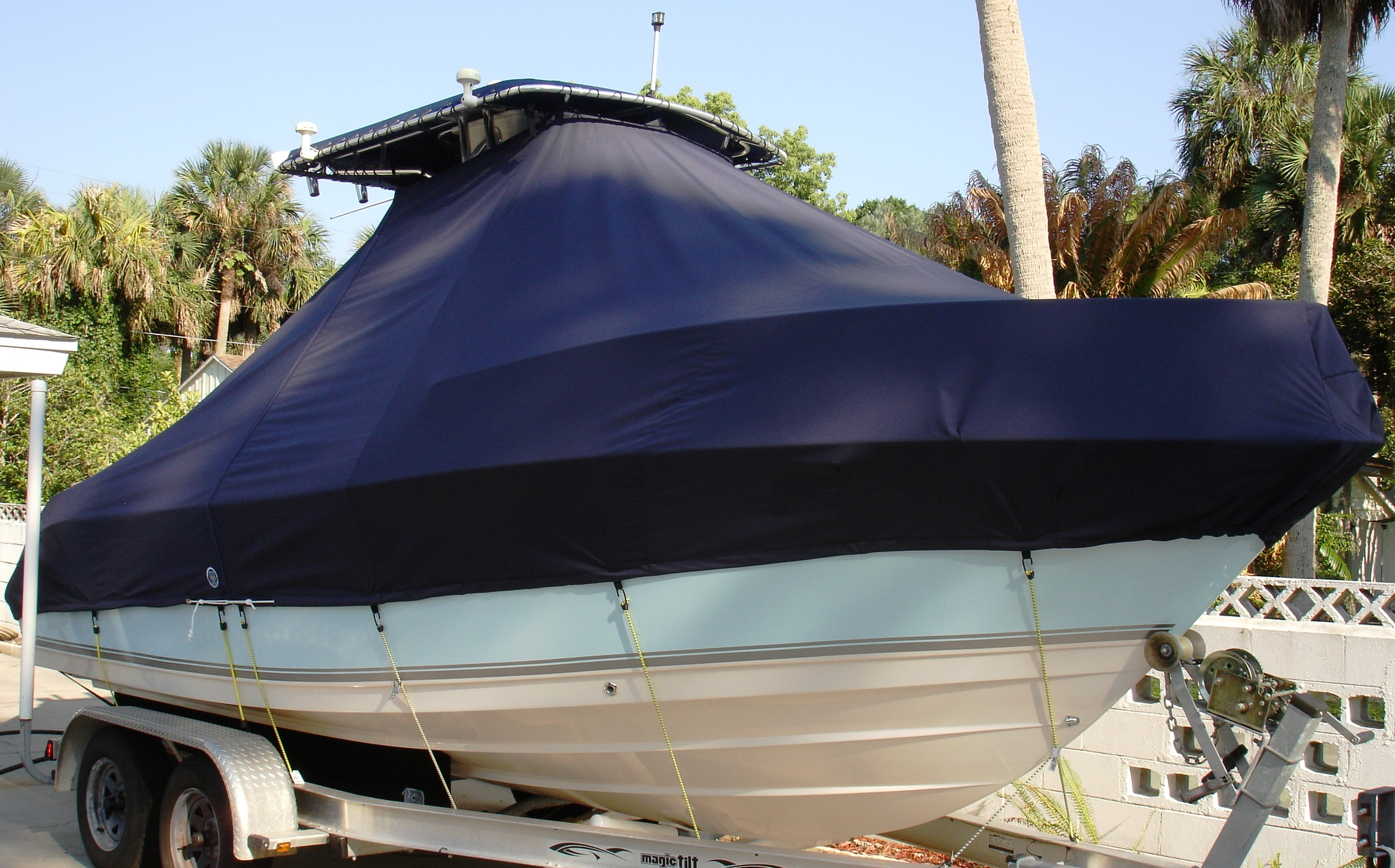 Cobia 216CC, 20xx, TTopCovers™ T-Top boat cover, starboard front