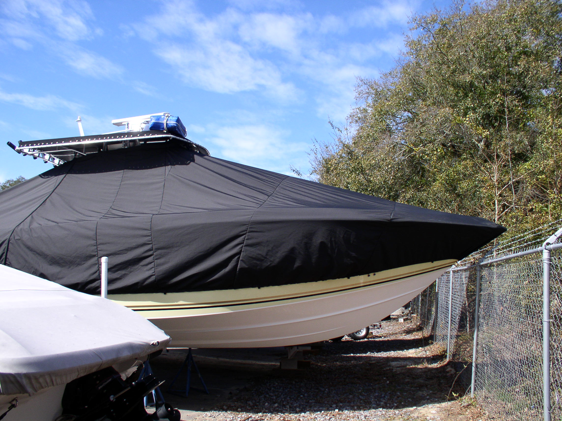 Fountain 32CC, 20xx, TTopCovers™ T-Top boat cover, starboard side