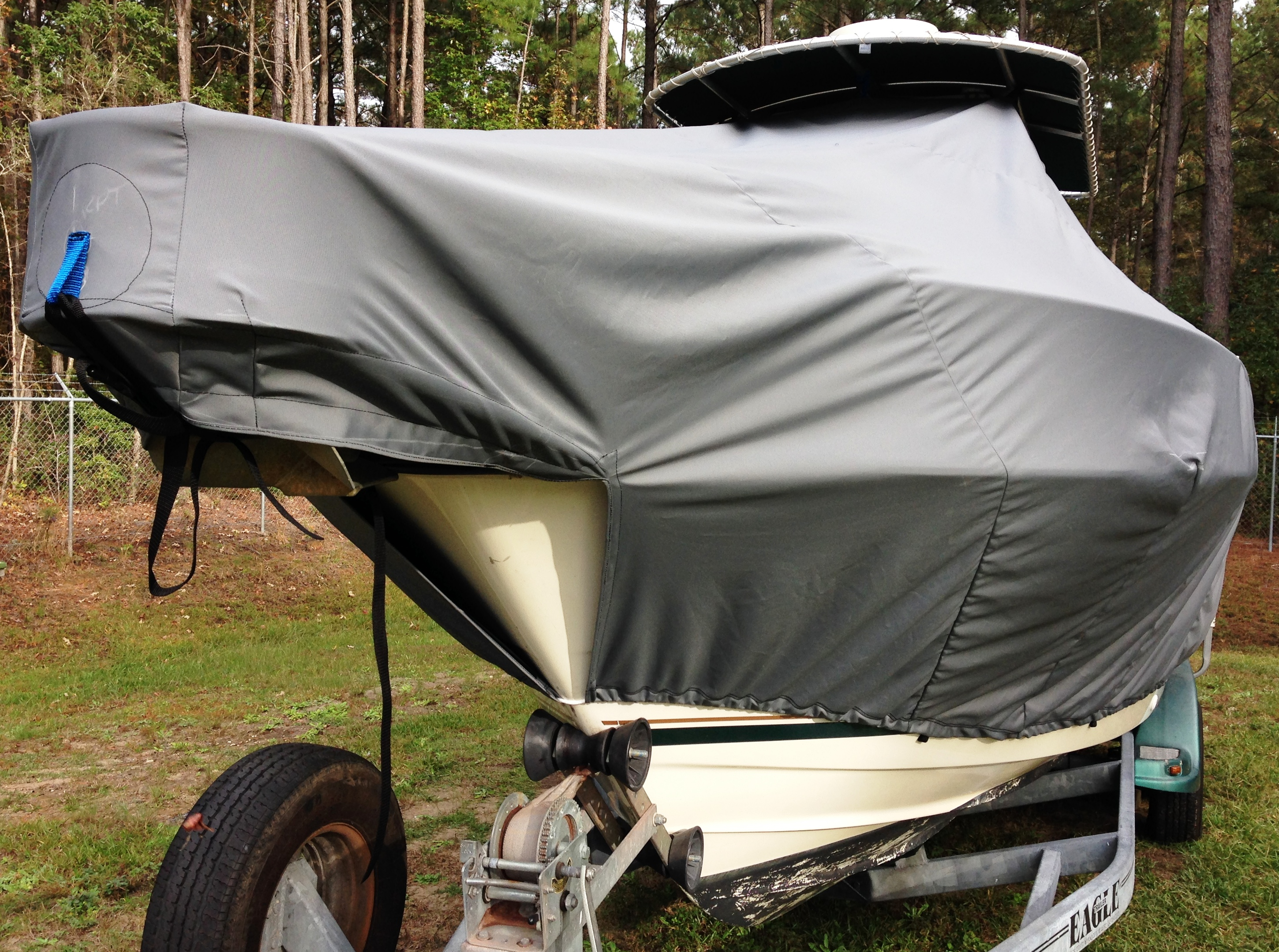 Pursuit 2470, 20xx, TTopCovers™ T-Top boat cover front
