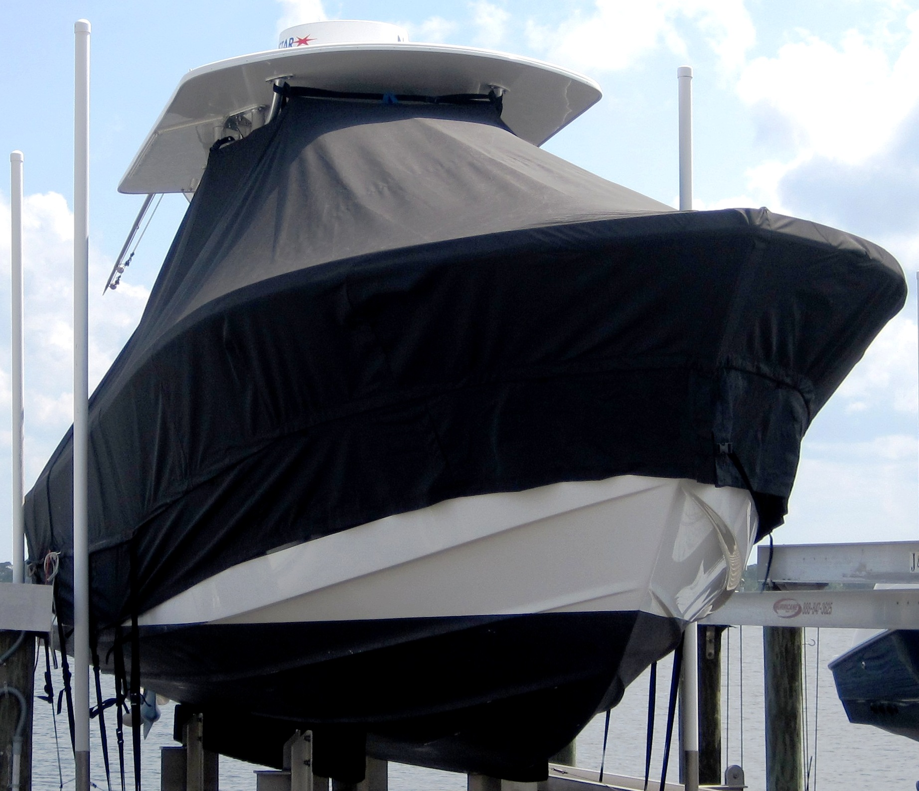 Regulator 26FS, 20xx, TTopCovers™ T-Top boat cover Extended Side Skirts, starboard front