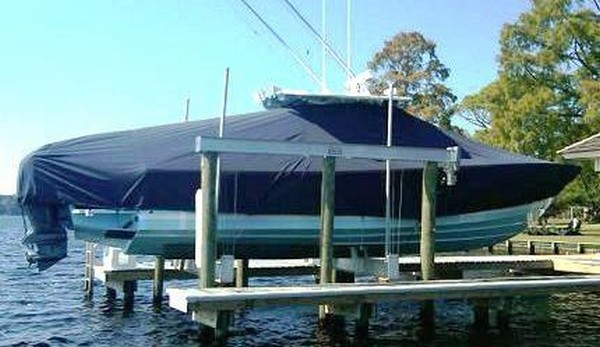 Regulator 34SS, 20xx, TTopCovers™ T-Top boat cover on Lift, starboard side