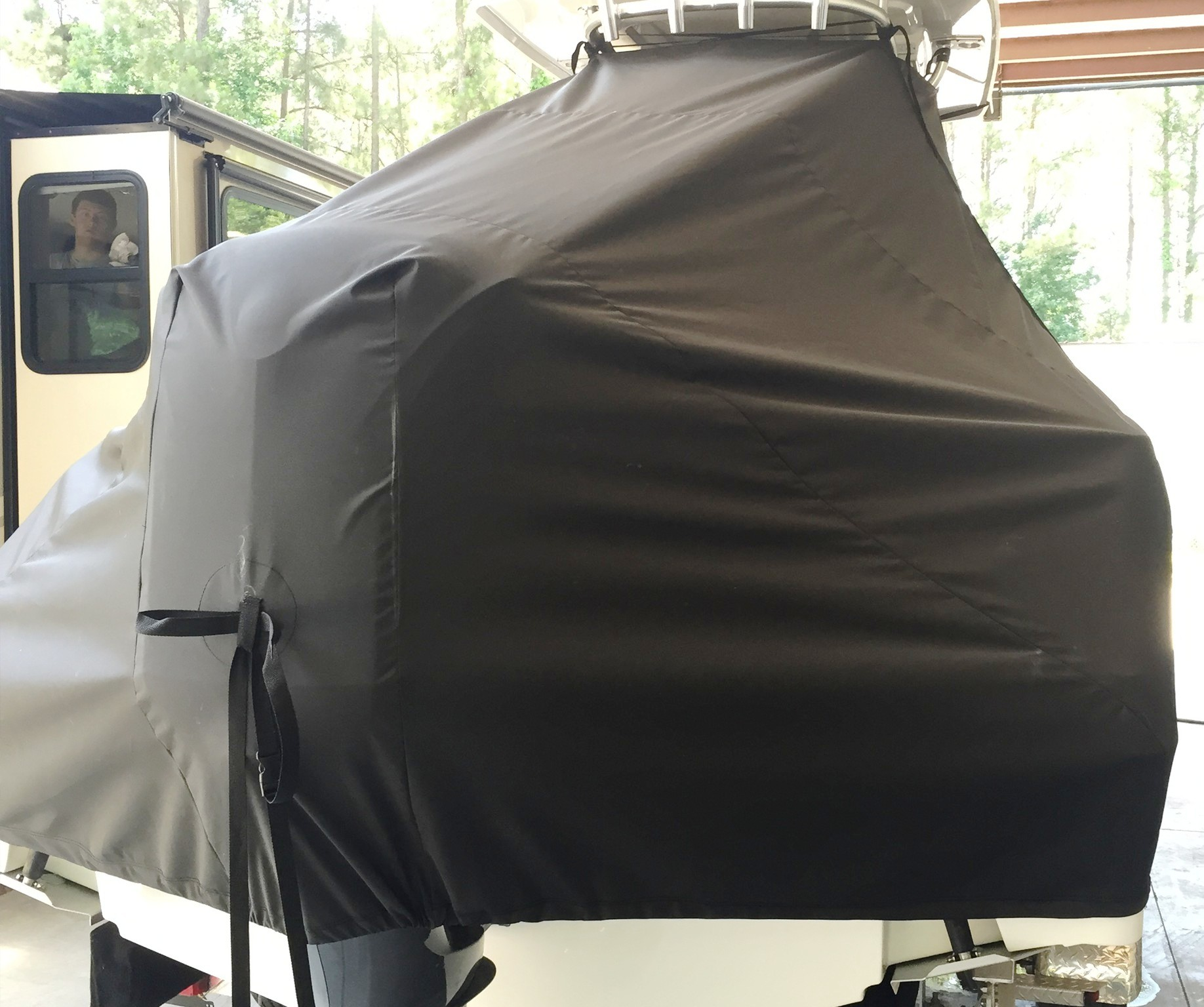 Robalo 242CC, 20xx, TTopCovers™ T-Top boat cover rear