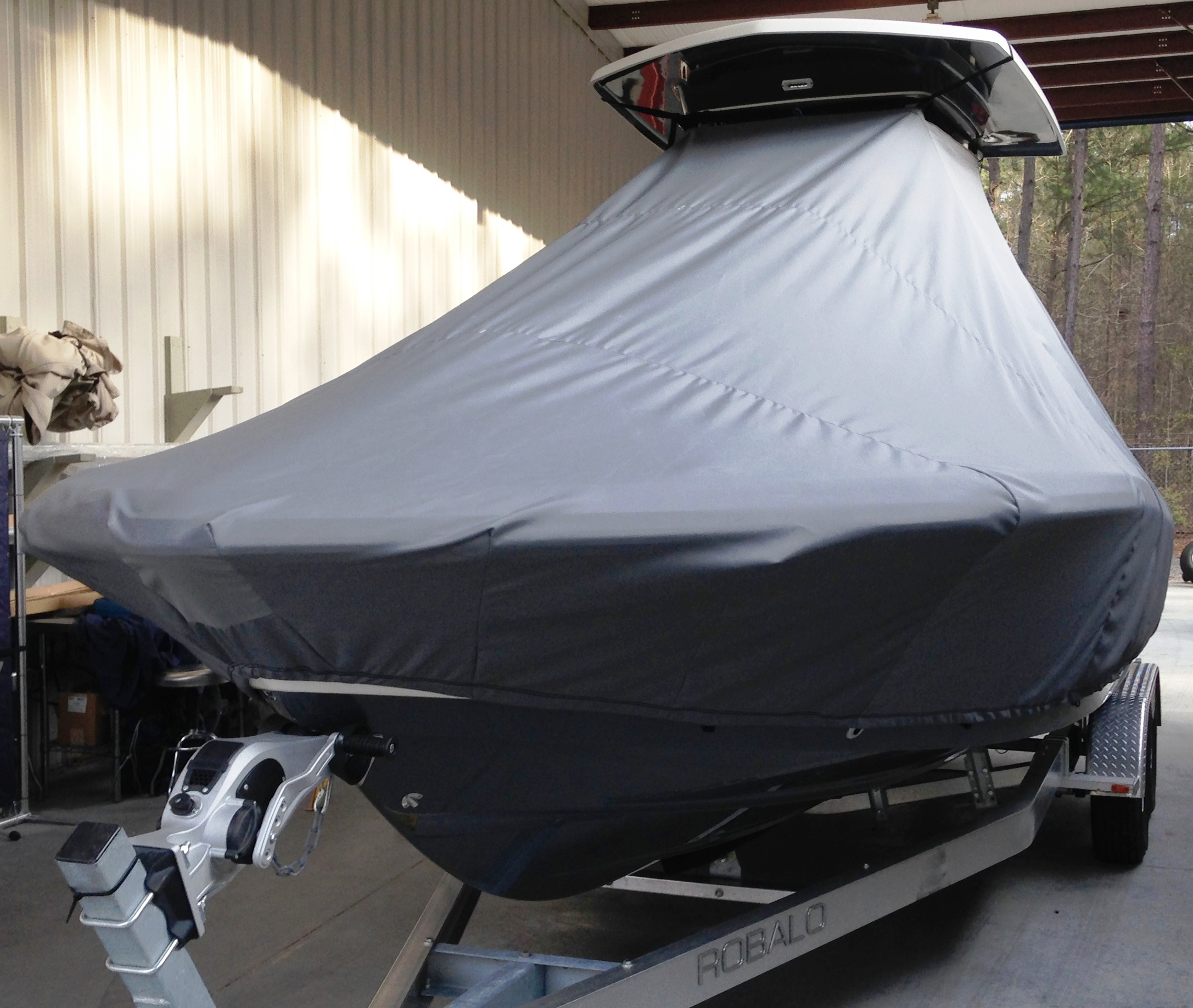 Robalo 246 Cayman, 20xx, TTopCovers™ T-Top boat cover, port front