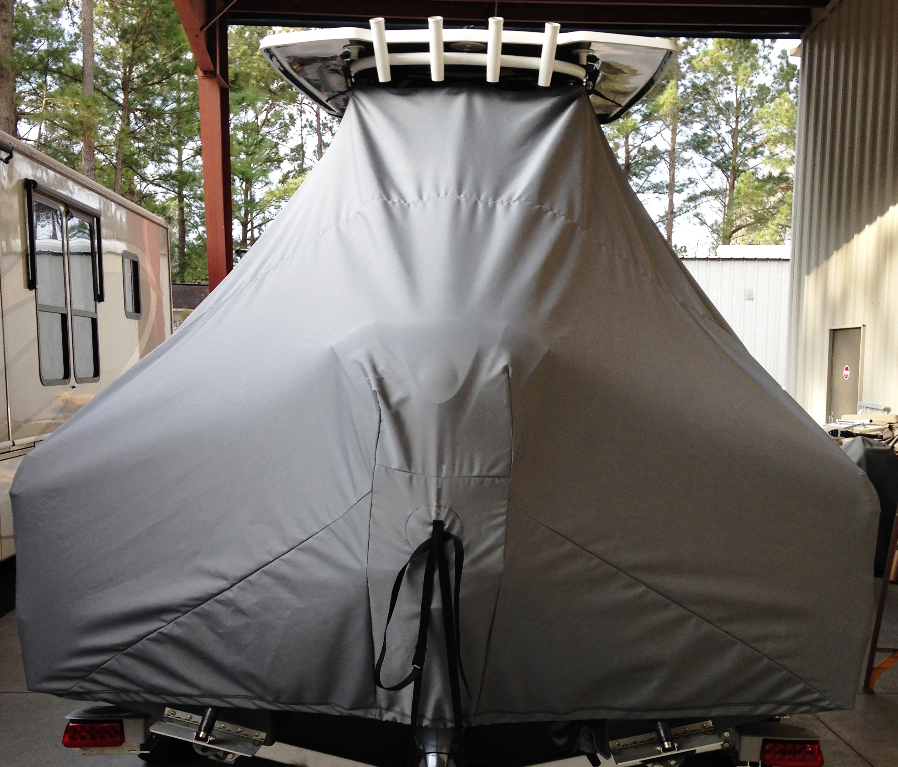Robalo 246 Cayman, 20xx, TTopCovers™ T-Top boat cover rear