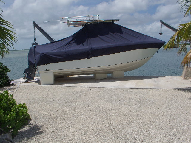 Sailfish 2380CC, 20xx, TTopCovers™ T-Top boat cover, starboard side