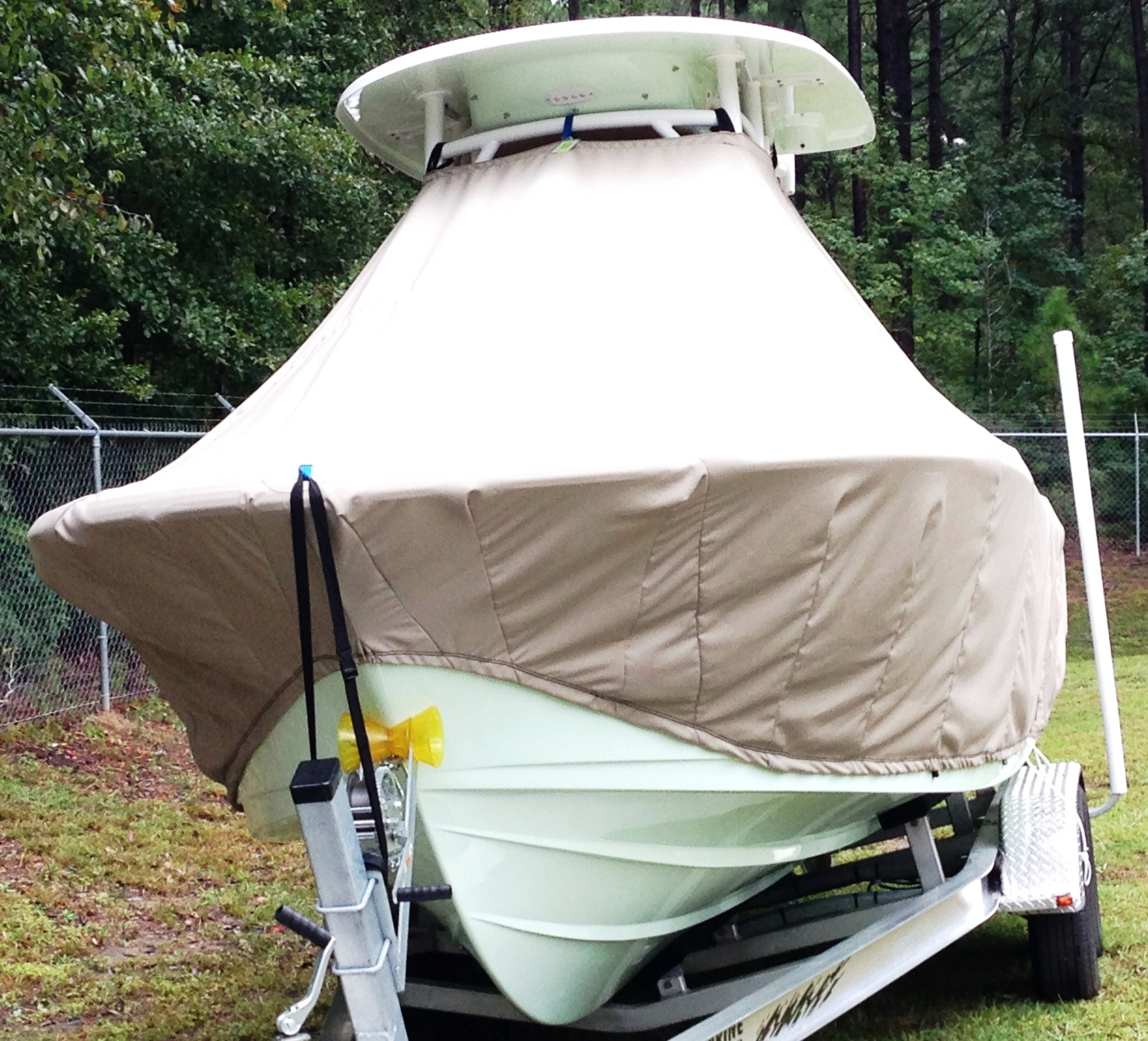 Sportsman Open Platinum 232, 20xx, TTopCovers™ T-Top boat cover front