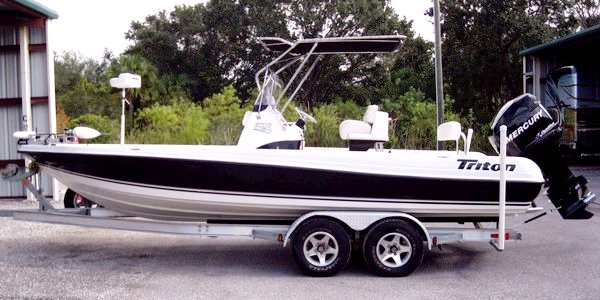 Triton 220LTS, 2008, T-Topless™ side