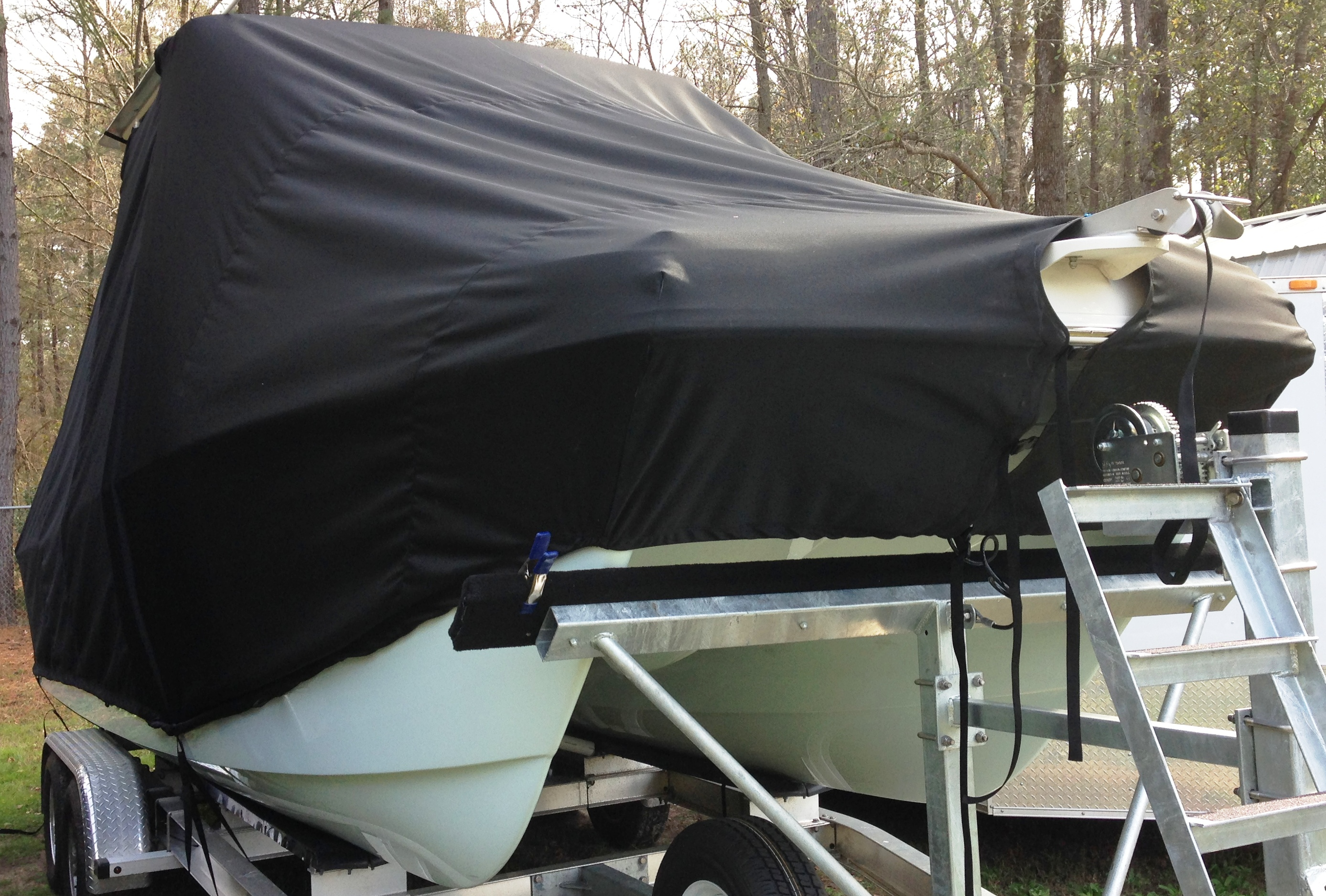 World Cat 230 DC, 20xx, TTopCovers™ T-Top boat cover, starboard front