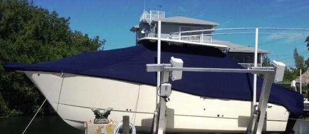 World Cat 290 DC, 20xx, TTopCovers™ T-Top boat cover On Lift, port side